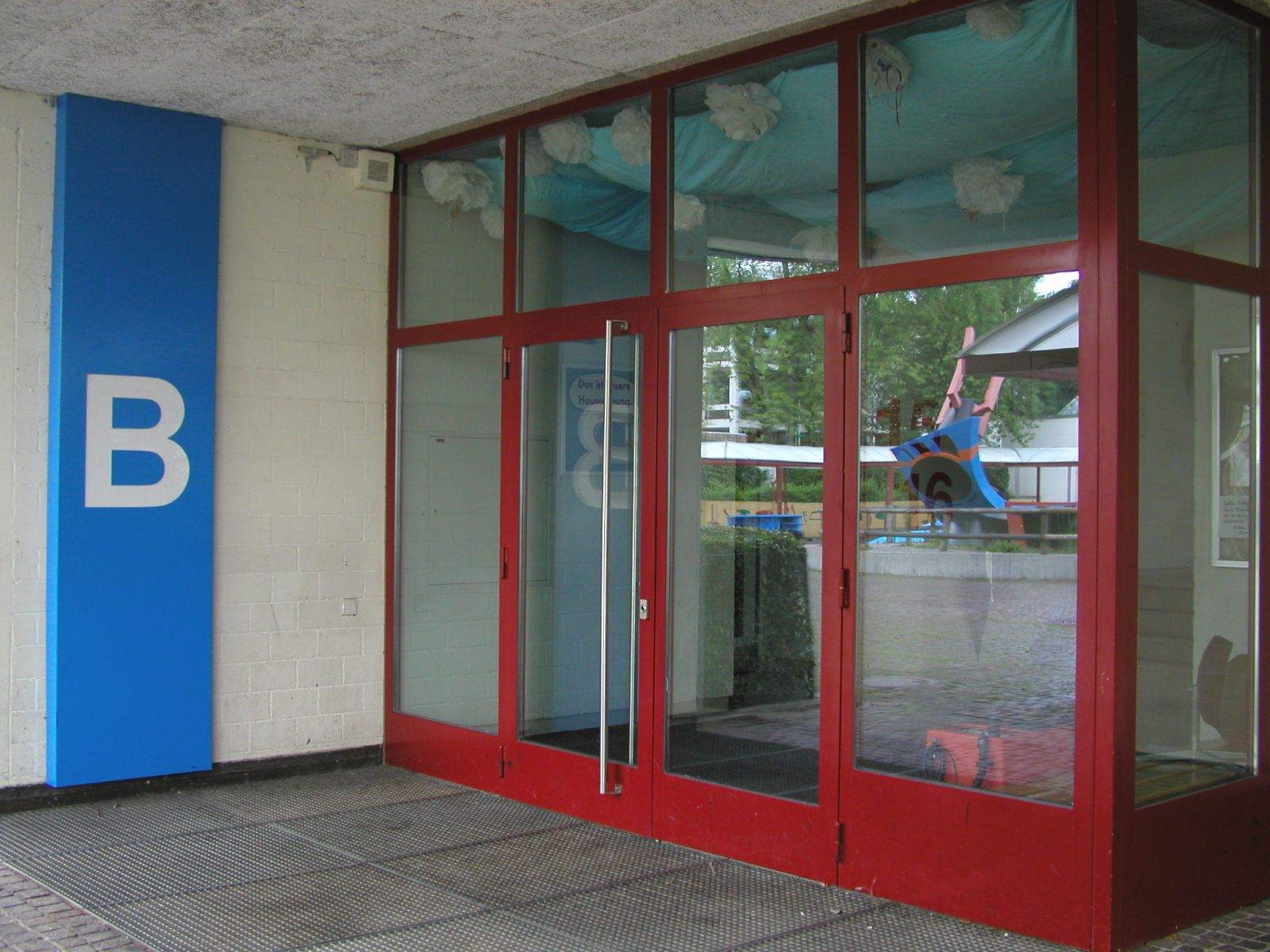 Eingang Schulhaustrakt B