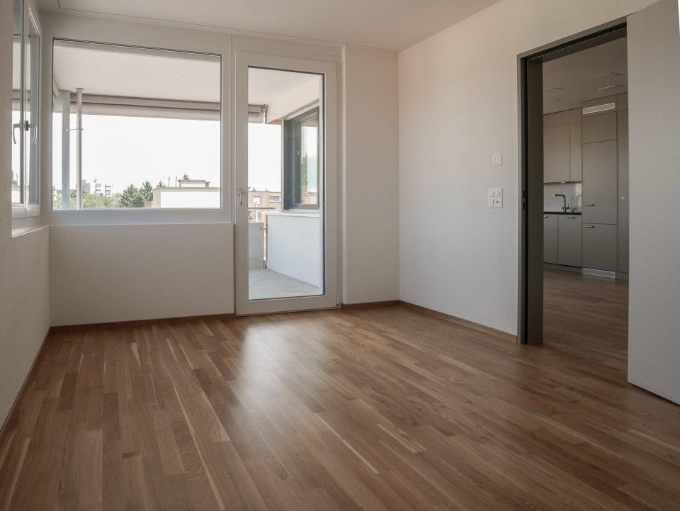 2 Zi Wohnung: Sicht vom Schlafzimmer zum Wohnzimmer/Küche
