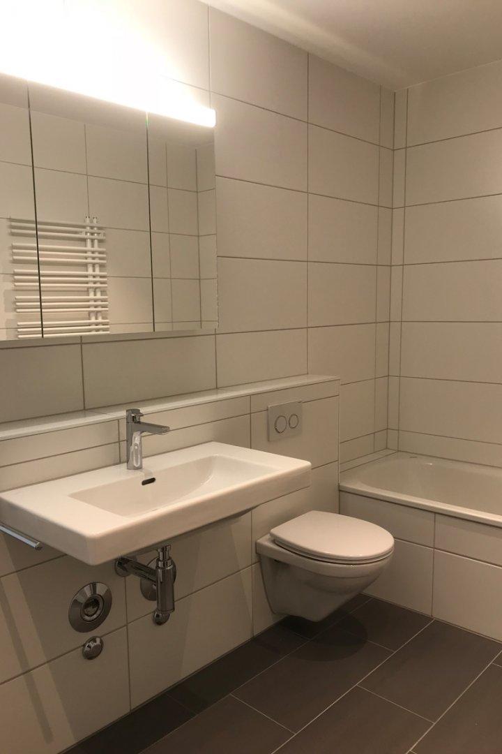 Neue Attikawohnung - Bad / Dusche / WC