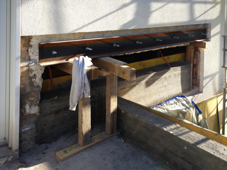 provisorische Abfangkonstruktion oberhalb Statischer Brüstung
